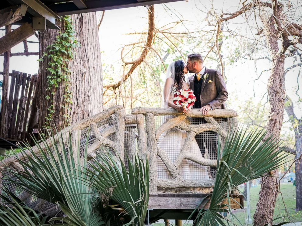 PHOTO: San Antonio, Texas-based couple Manda and Vincent Alexander on their wedding day, March 25, 2017.
