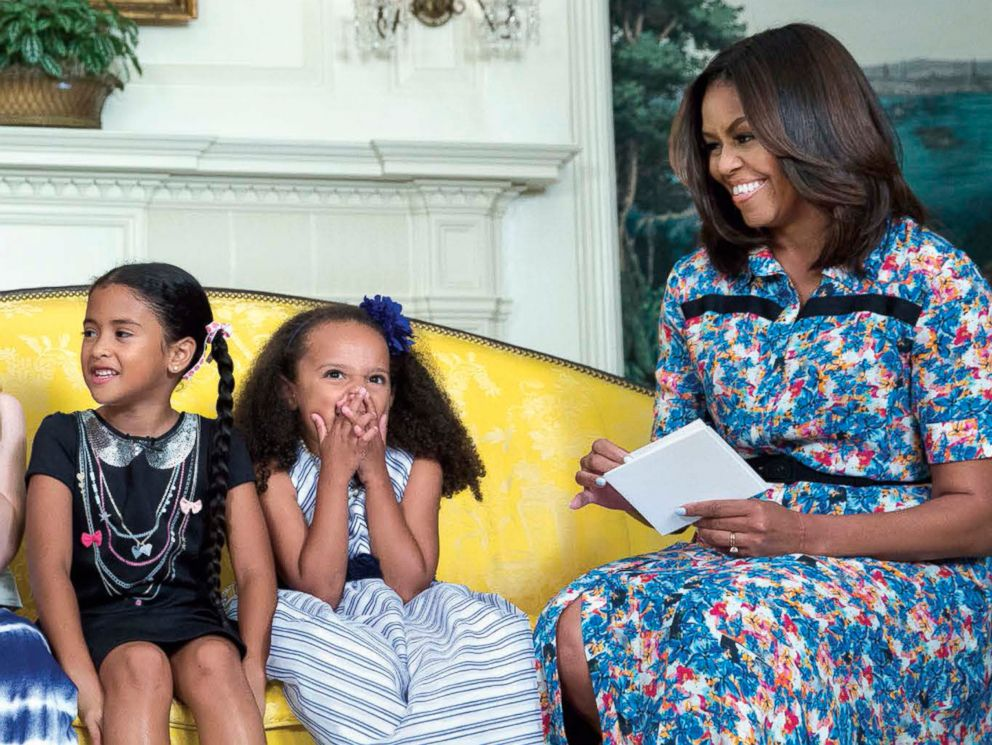 PHOTO: Michelle Obama received travel advice from girls during a taping for Cosmopolitan in the Diplomatic Reception Room, June 22, 2016.