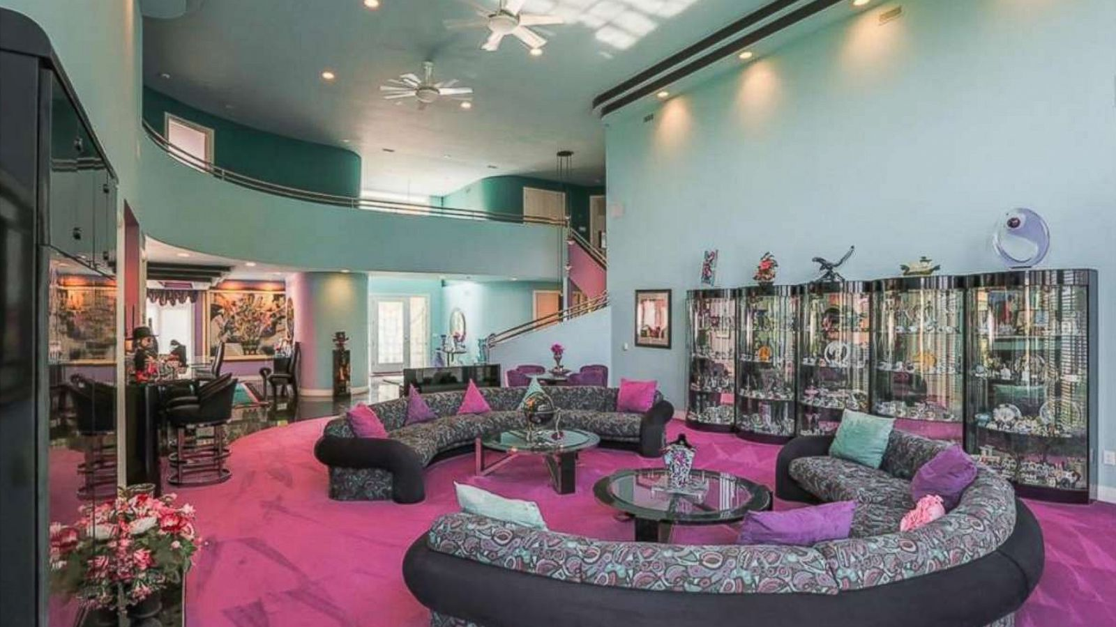 Mansion Decorated In Fly 90s Style Listed For Sale Abc News