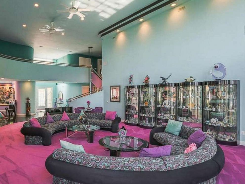 Home Decor For Sale: Mansion Decorated In Fly '90s Style Listed For Sale