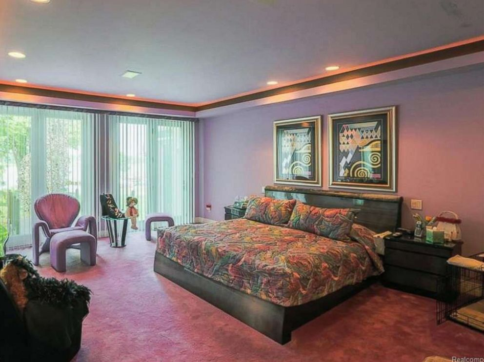 PHOTO: A Six Bedroom, 7,252 Square Foot Home Is Listed For
