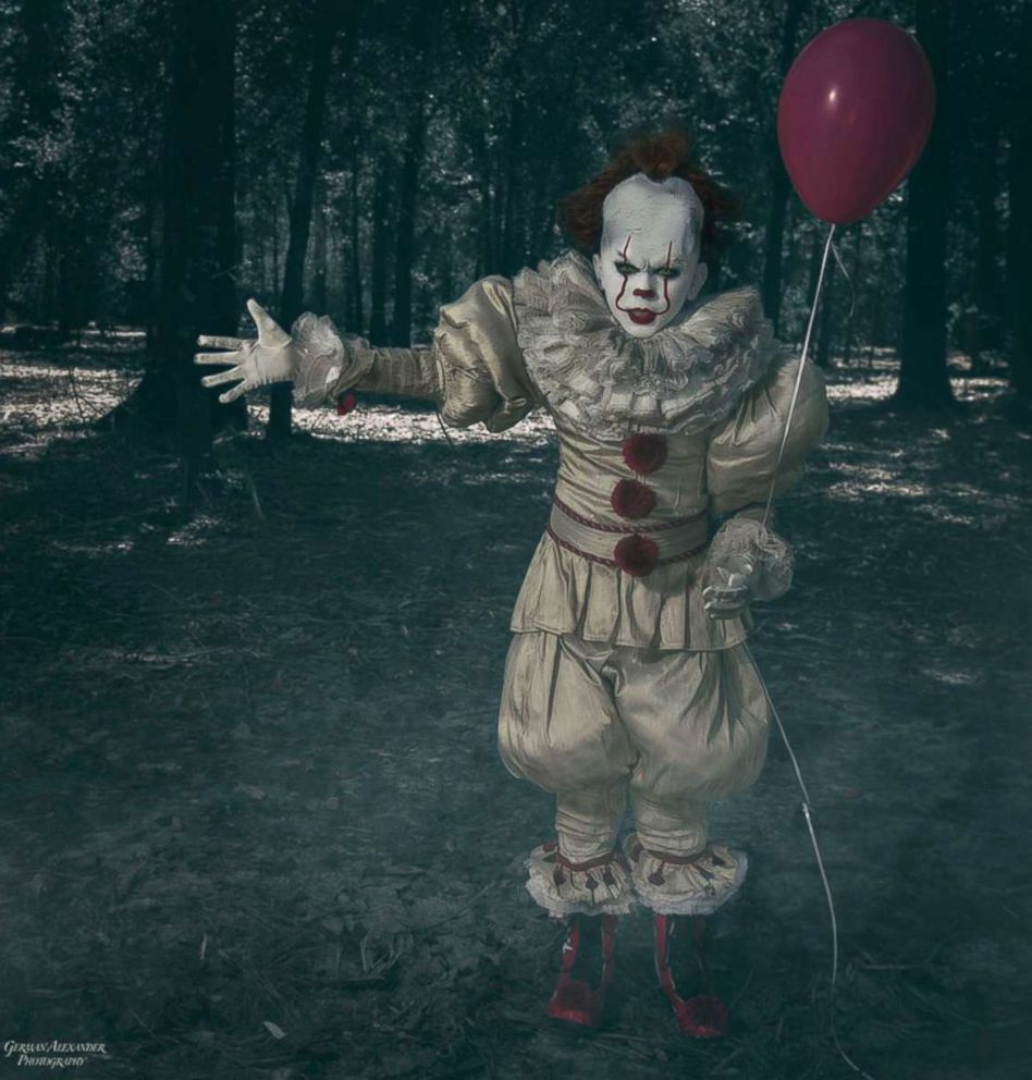 10 year old poses as pennywise in incredibly creepy photos for