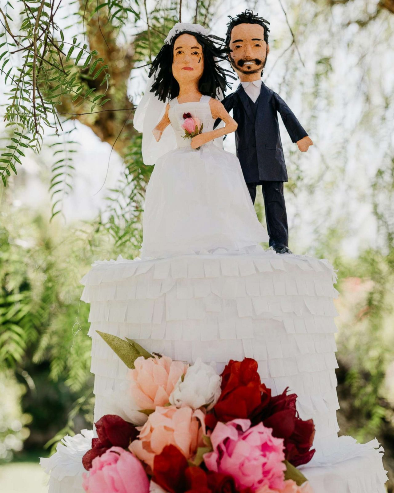 Los Angeles couple ditches wedding cake for awesome cake piñata