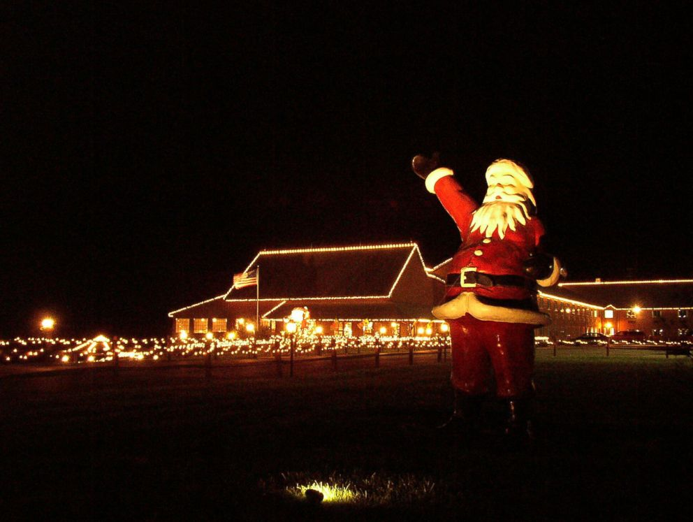 PHOTO: A statue of Santa Claus welcomes visitors in Santa Claus, Ind.