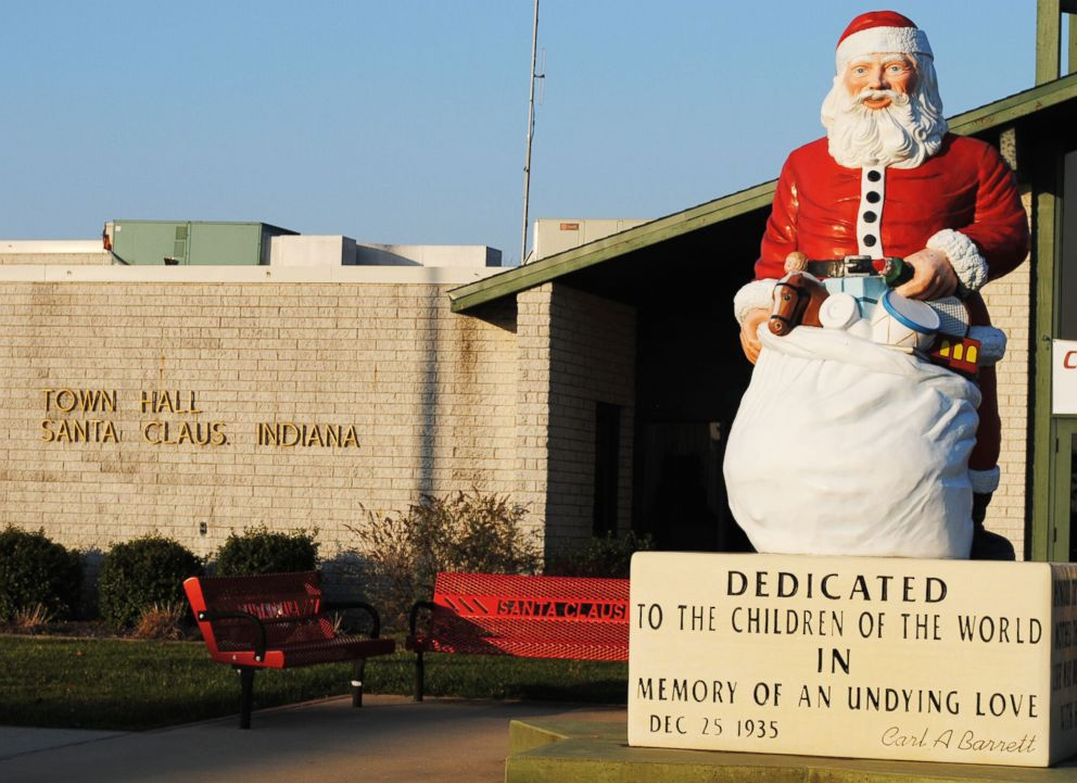 PHOTO: A statue of Santa Claus stands outside the town hall in Santa Claus, Ind.