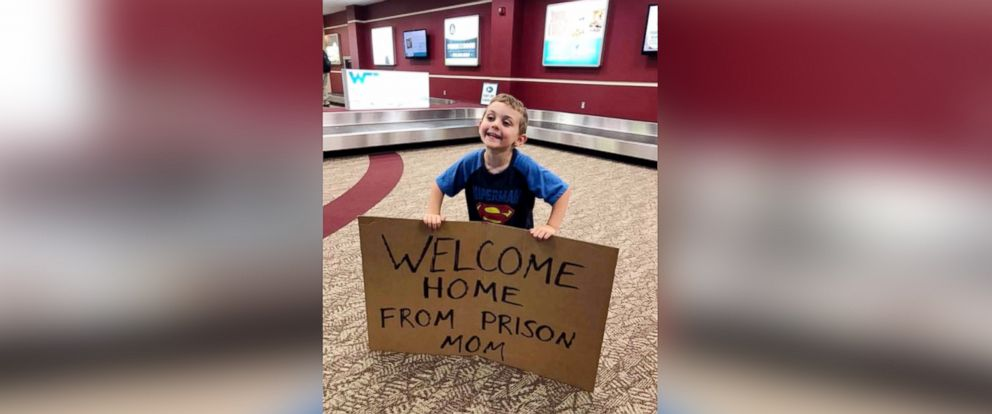 "PHOTO: Daimen Nielsen, 4, greeted his mom Barbara Nielsen at Fort Smith Regional Airport in Arkansas with a sign that read, ""Welcome Home From Prison Mom."""