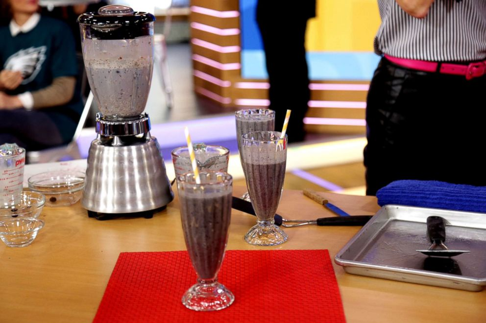 PHOTO: The Chew co-host Carla Hall teamed up with Quaker Oats, a sponsor of Good Morning America, to share her recipe for an oat and peanut butter smoothie.