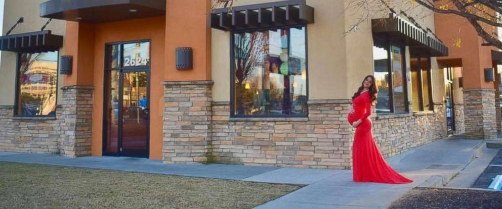 PHOTO: Kristin Johnston took her maternity photos in front of her local Taco Bell in Atlanta, Georgia.