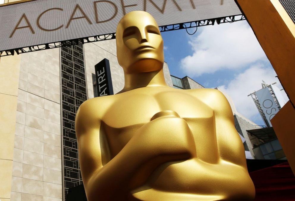 PHOTO: An Oscar statue appears outside the Dolby Theatre for the 87th Academy Awards in Los Angeles, Feb. 21, 2015.