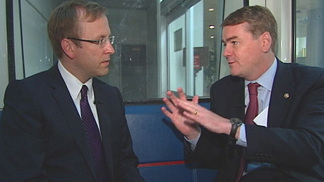PHOTO: Colorado Sen. Michael Bennet riding the subway with Jonathan Karl.