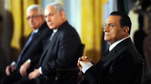 PHOTO: Egyptian President Hosni Mubarak, right, listen to U.S. President Barack Obama make a statement on Middle East peace.