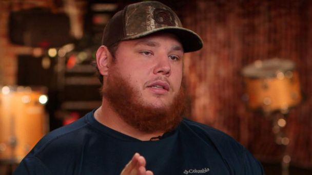 40a155c3d7fb3 Country music star Luke Combs on fans