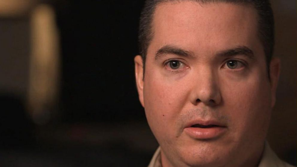 VIDEO: I looked down and Im covered in blood: Vegas cop recalls saving shooting victim