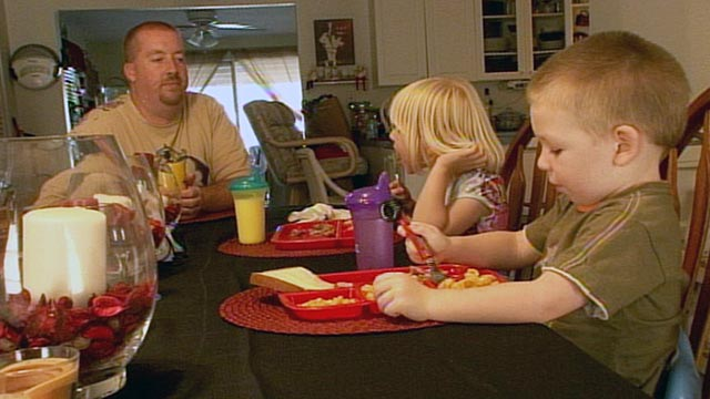 PHOTO:Because of local food pantries, Don Orange, a 35-year-old single dad from Bonita Springs, Fla., said his two kids, Abigail, 6, and Aidon, 4, have never gone hungry.