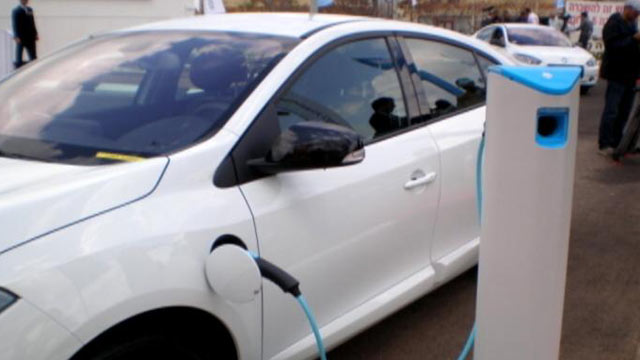 PHOTO:Better Place, a California start-up, says its electric cars cost less and go farther.