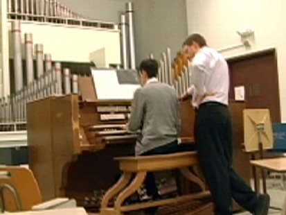 VIDEO: Small congregations find it difficult to pay well-trained organists.