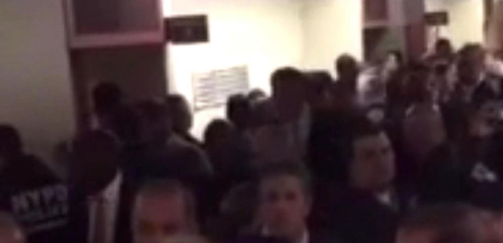 VIDEO: NYPD Officers Turn Their Backs on Mayor
