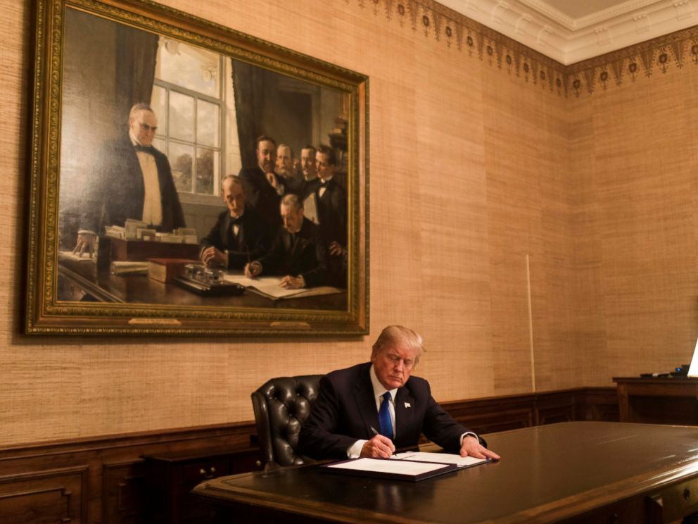 PHOTO: President Donald J. Trump signs H.R. 195 – Federal Register Printing Savings Act of 2017, including Extension of Continuing Appropriations Act, 2018, in the Treaty Room at the White House, Monday January 22, 2018, in Washington, D.C.