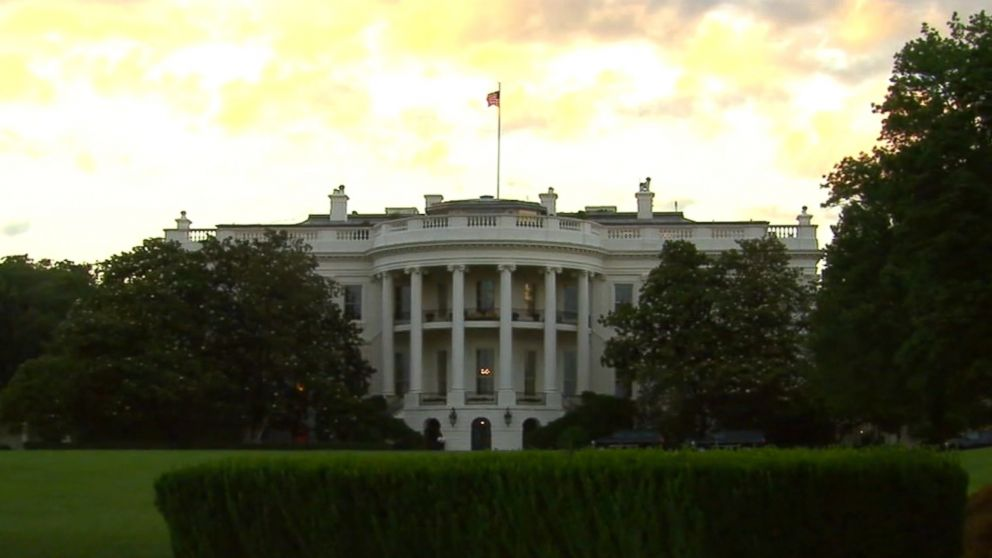 Leaks plague White House despite crackdown