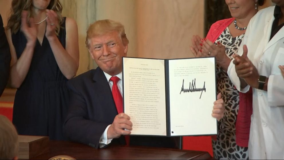 Trump signs order on health care cost transparency