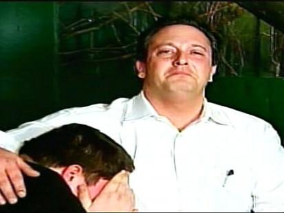 Video of Illinois Democrat Scott Cohen resigning through tears.