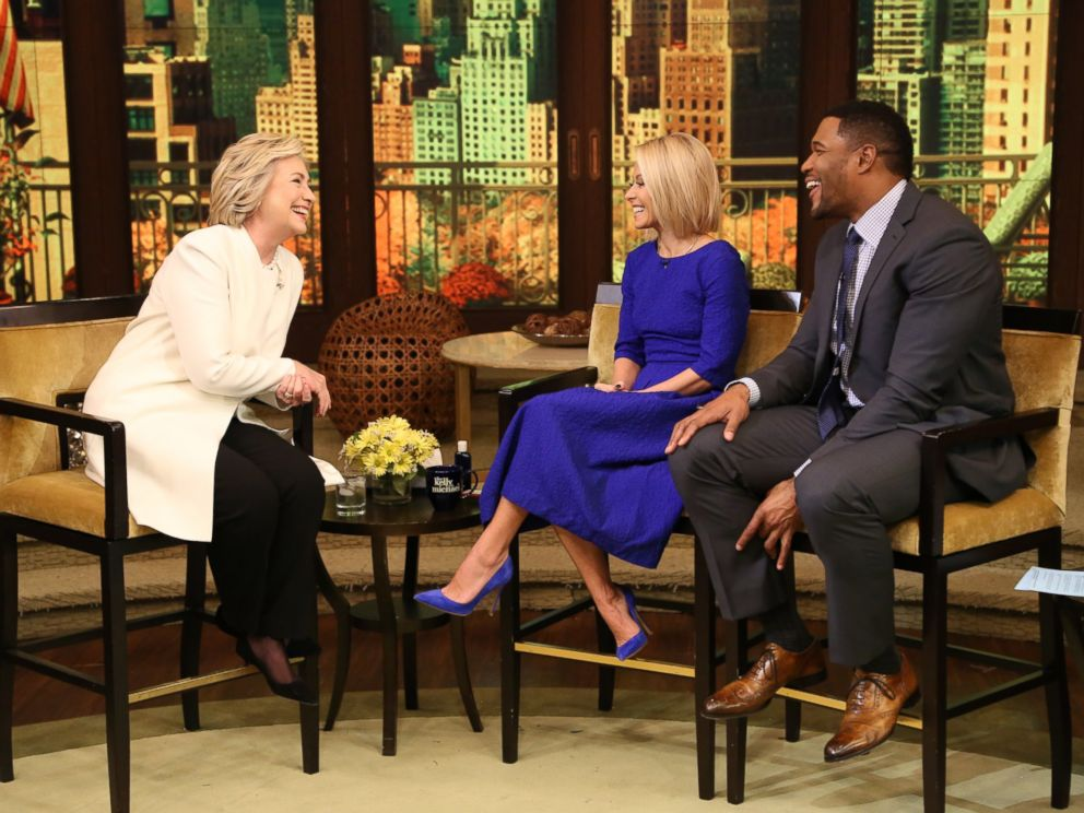 Photo Kelly Ripa And Michael Strahan Talk With Hillary Clinton During Live