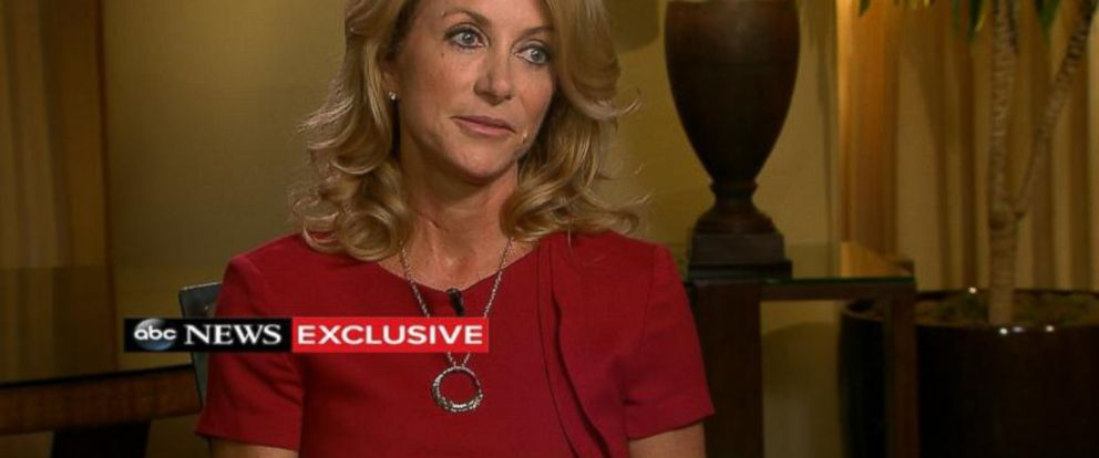 PHOTO: Texas Democratic gubernatorial candidate Wendy Davis speaks with Robin Roberts in an ABC News exclusive.