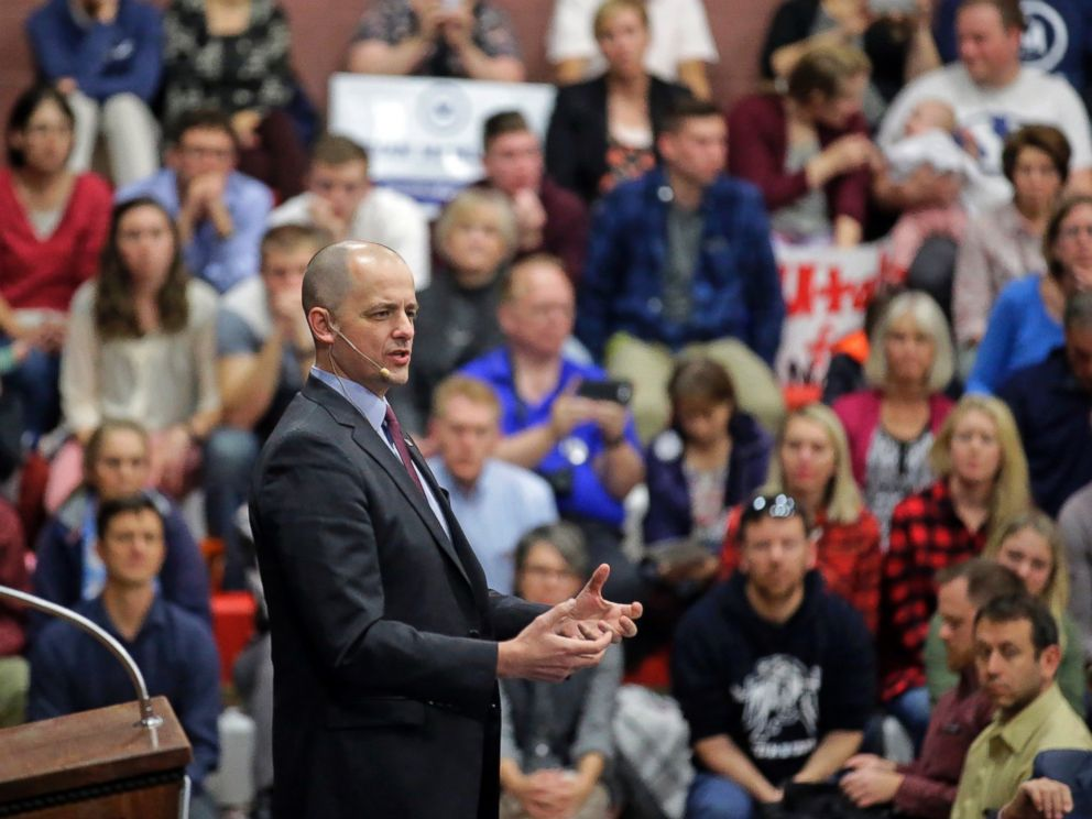 PHOTO: Independent presidential candidate Evan McMullin speaks during a rally, in Draper, Utah, Oct. 21, 2016.