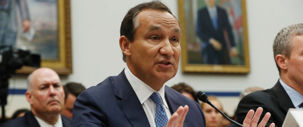 PHOTO: United Airlines CEO Oscar Munoz testifies on Capitol Hill in Washington, May 2, 2017, before a House Transportation Committee oversight hearing.