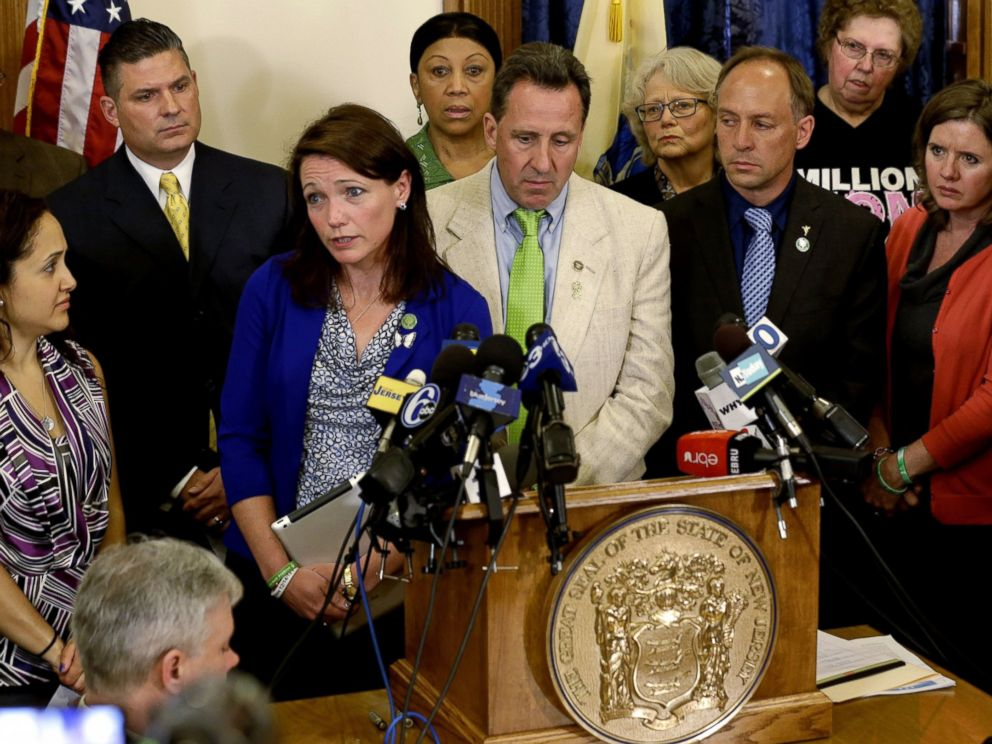 PHOTO: Nicole Hockley, and other parents of victims of the Sandy Hook elementary school shooting talk to media at the New Jersey Statehouse in Trenton, April 30, 2013.