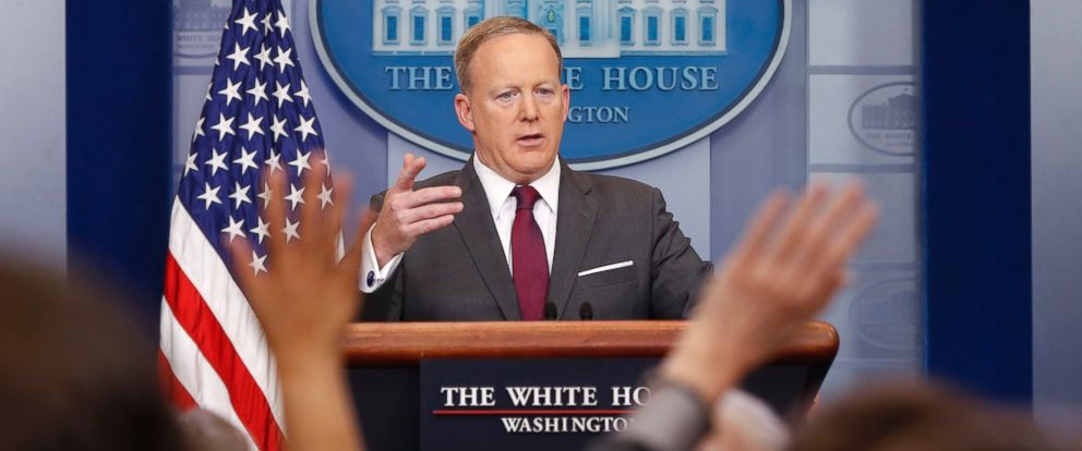 PHOTO: Members of the media raise their hands as White House Press secretary Sean Spicer answers questions during the daily briefing in the Brady Press Briefing Room of the White House April 24, 2017, in Washington.