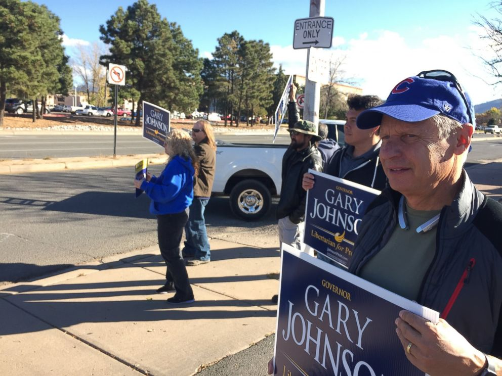 PHOTO: Libertarian Party presidential candidate Gary Johnson joins sign-waving political supporters at an intersection outside the state Capitol in Santa Fe, New Mexico, Nov. 8, 2016.