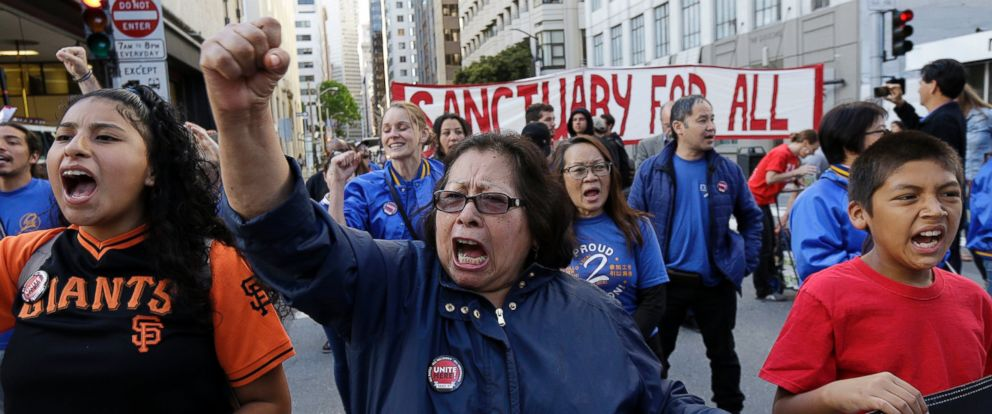 PHOTO: Guadalupe Chavez, center, and others yell during a protest outside of the U.S. Citizen and Immigration Services building in San Francisco, May 1, 2017.