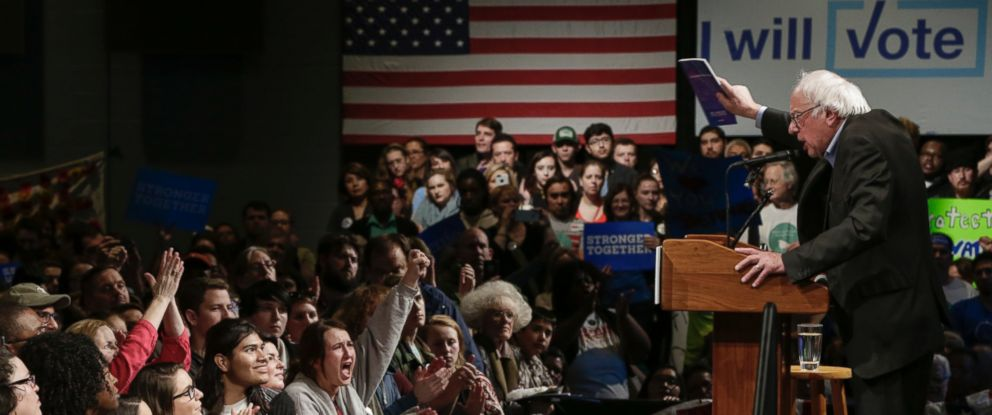 PHOTO: Sen. Bernie Sanders, campaigns for Democratic presidential candidate, Hillary Clinton, in Omaha, Nebraska, Nov. 4, 2016.