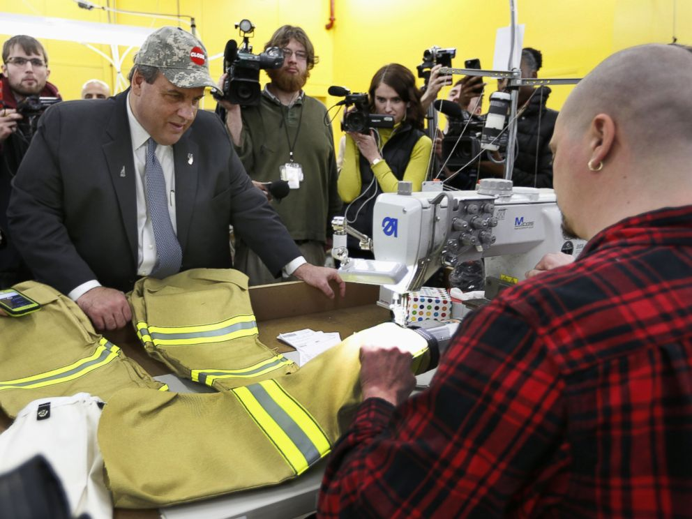 PHOTO: Republican presidential candidate, New Jersey Gov.Chris Christie watches as Tom Carr sews sleeves on a firefighter suit during a campaign stop at Globe Manufacturing, Jan. 21, 2016, in Pittsfield, N.H.