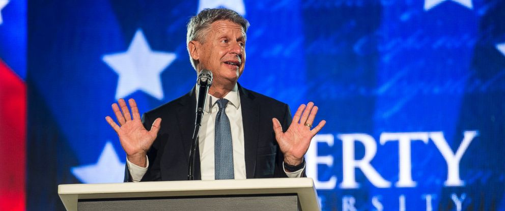PHOTO:Libertarian candidate for president Gary Johnson gestures while delivering remarks at Liberty University on Oct. 17, 2016 in Lynchburg, Va.