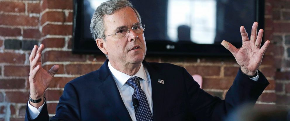 PHOTO:Republican presidential candidate Jeb Bush gestures as he speaks during a campaign stop in Derry, N.H., Jan. 5, 2016.