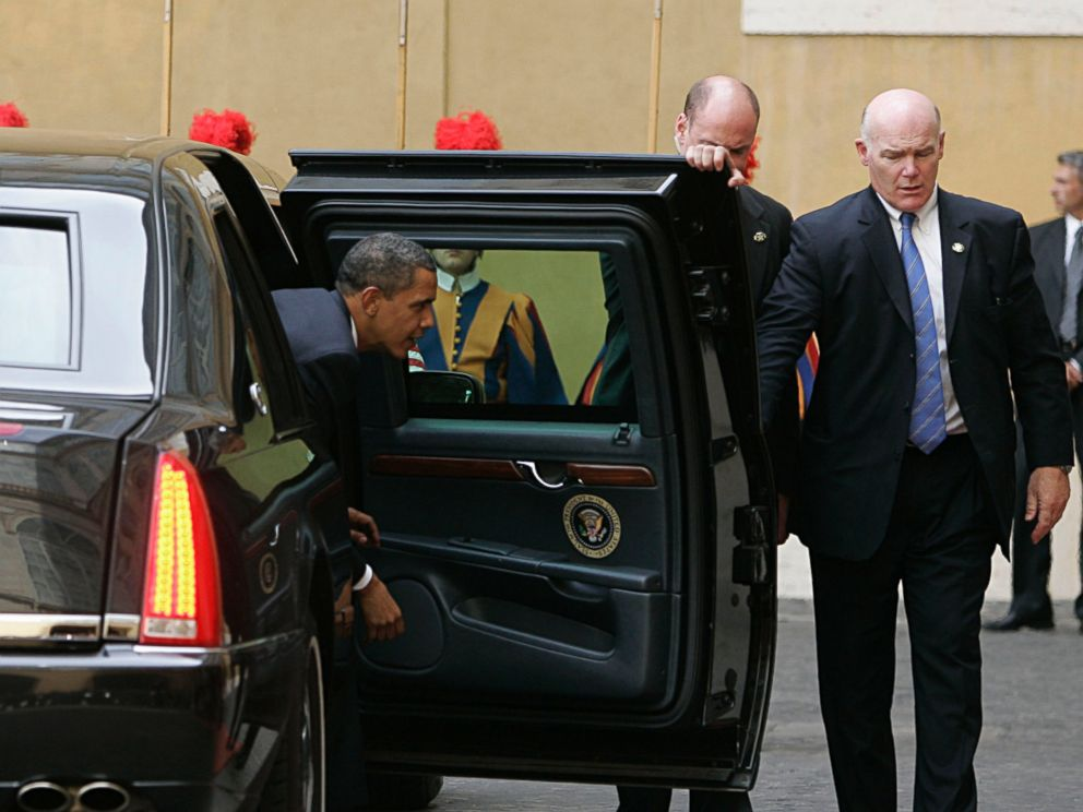 PHOTO: In this July 10, 2009 file photo, Secret Service Agent Joseph Clancy, right, holds the door open for President Barack Obama upon arrival at the Vatican for a meeting with Pope Benedict XVI.