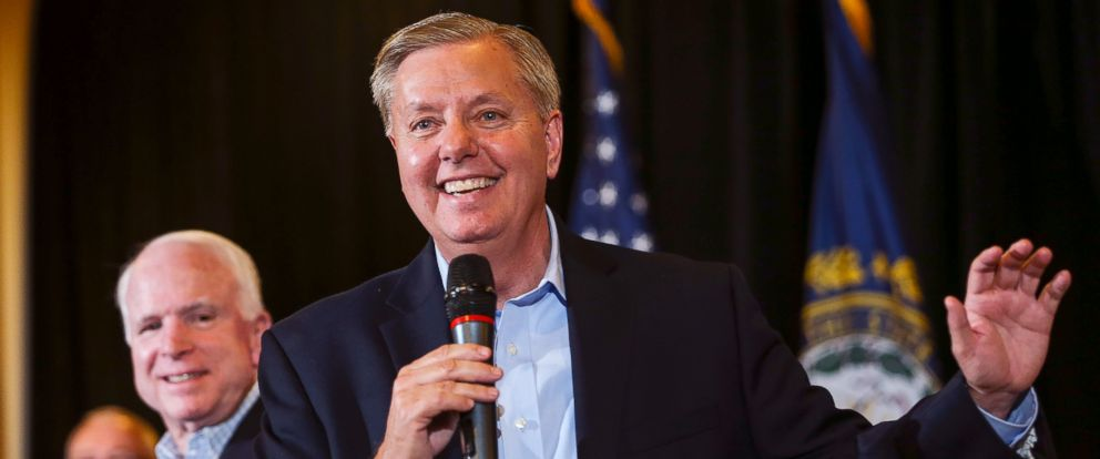 PHOTO: Republican presidential candidate Sen. Lindsey Graham (R-S.C.), right, campaigns with Sen. John McCain, R- Ariz, left, holding a Town Hall Meeting in Manchester, N.H., Saturday, Aug. 1, 2015.