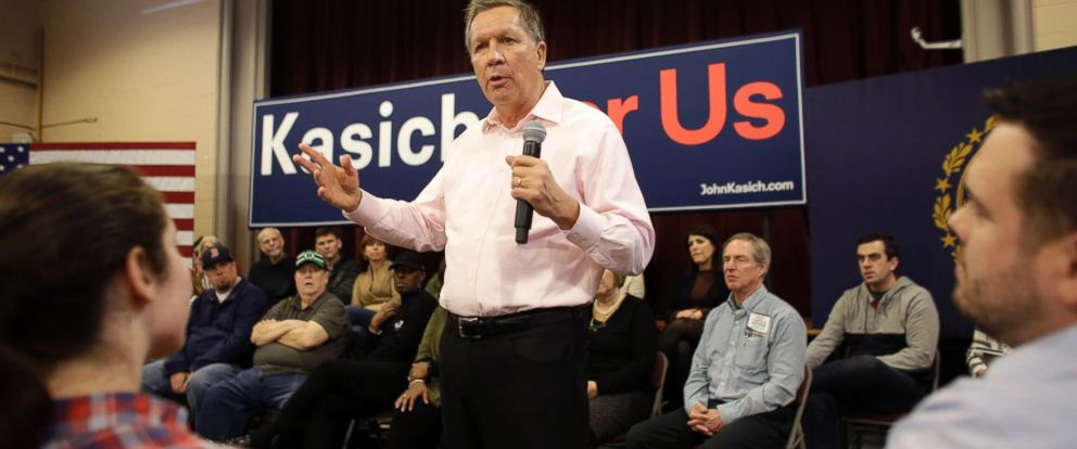 PHOTO:John Kasich addresses an audience during a town hall campaign event, Feb. 4, 2016, in Pelham, N.H.