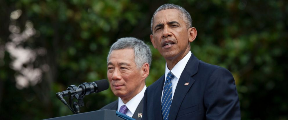 PHOTO: President Barack Obama, with Singapores Prime Minister Lee Hsien Loong, speaks during a state arrival ceremony for the Singaporean prime minister on the South Lawn of the White House in Washington, Aug. 2, 2016.