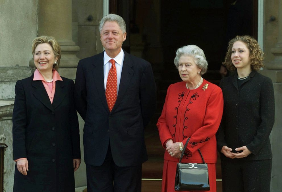 PHOTO: U.S. President Bill Clinton, Britains Queen Elizabeth II, first lady Hillary Rodham Clinton, left, and Clintons daughter Chelsea, right, stand for photographers outside Buckingham Palace in London, Dec. 14, 2000.