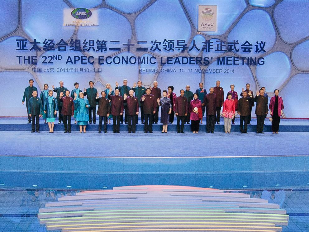 PHOTO: Chinese President Xi Jinping, center, U.S. President Barack Obama, and other world leaders during the Aisa-Pacific Economic Cooperation (APEC) Summit family photo, Nov. 10, 2014 in Beijing.