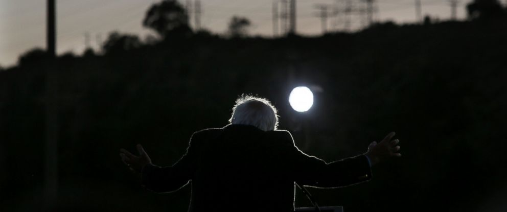 PHOTO: Democratic presidential candidate Sen. Bernie Sanders speaks during a campaign rally at Qualcomm Stadium, June 5, 2016 in San Diego.