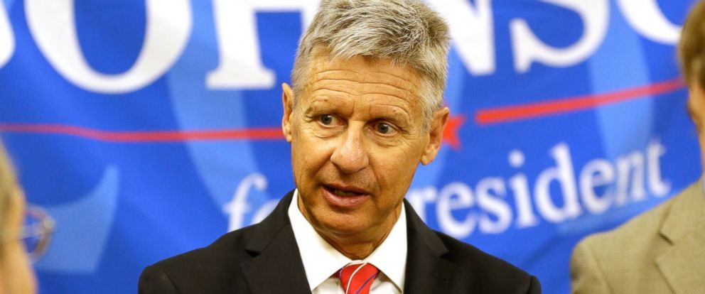 PHOTO: Libertarian presidential candidate Gary Johnson speaks to supporters and delegates at the National Libertarian Party Convention, May 27, 2016, in Orlando, Fla.
