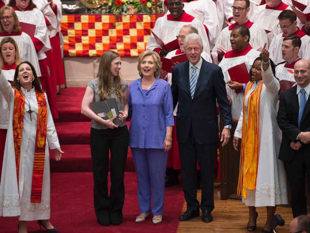 PHOTO: Democratic presidential candidate Hillary Rodham Clinton, her daughter Chelsea, second from left, and husband, former President Bill Clinton, at the Foundry United Methodist Church in Washington, Sept. 13, 2015.