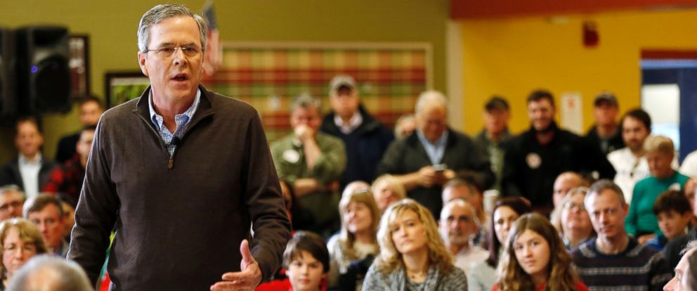 PHOTO: Jeb Bush speaks during a campaign stop at Souhegan High School, Jan. 16, 2016, in Amherst, N.H.
