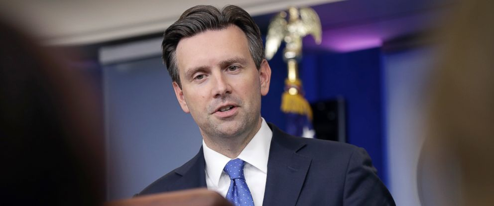 PHOTO: White House press secretary Josh Earnest speaks during the daily news briefing at the White House in Washington, Sept. 27, 2016.