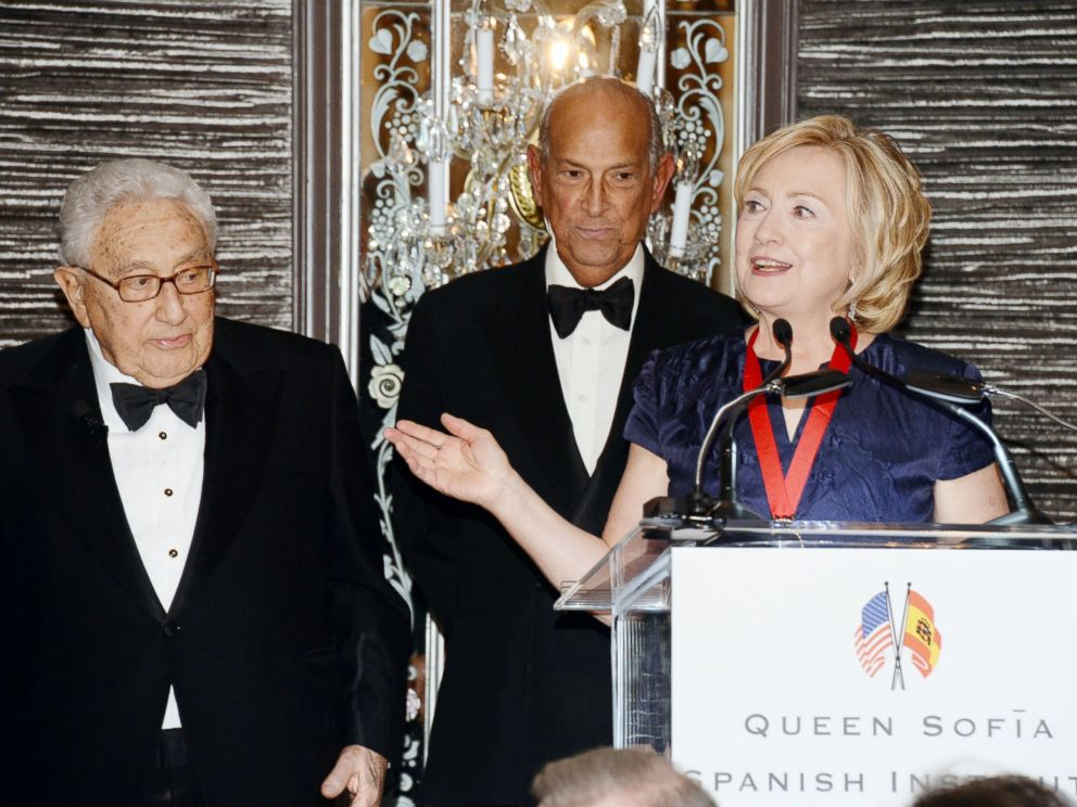 PHOTO: Henry Kissinger, Oscar de la Renta and Hillary Rodham Clinton are seen, Nov. 19, 2013, at Waldorf Astoria in New York.