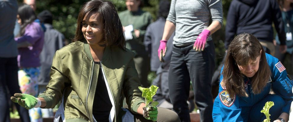 PHOTO: First lady Michelle Obama and NASA astronaut Cady Coleman plant vegetables during the eight annual White House Kitchen Garden planting on the South Lawn of the White House in Washington, April 5, 2016.